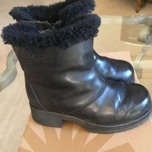 UGG short leather boots size 7